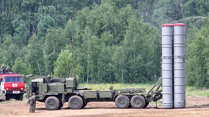 Das S-400-Luftabwehrsystems: So sehen die Raketenstartbehälter in der Abschussposition aus.