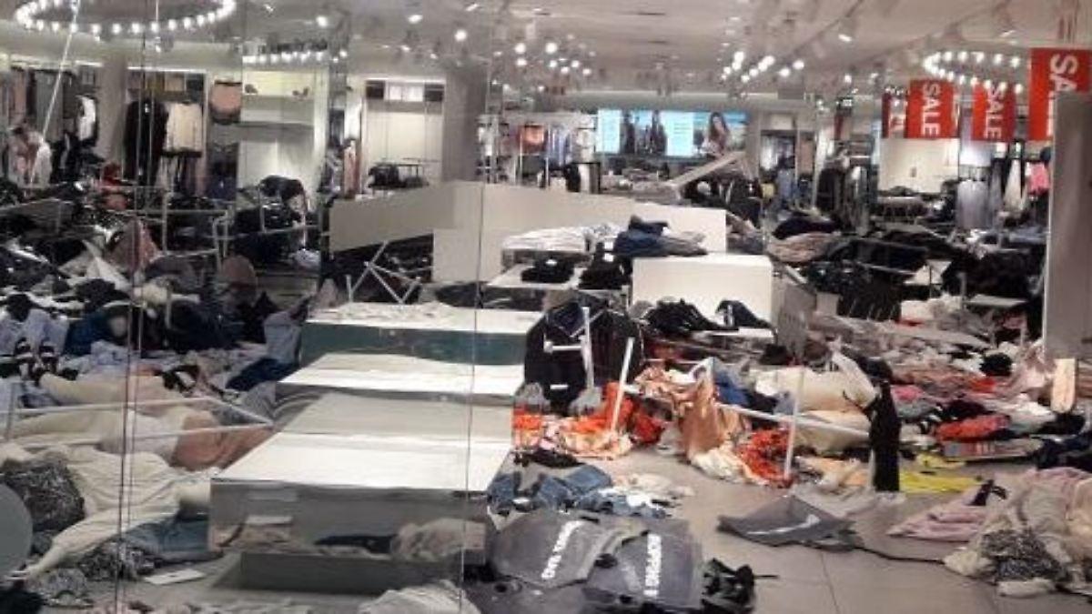 Demonstranten verwüsten H&M-Läden
