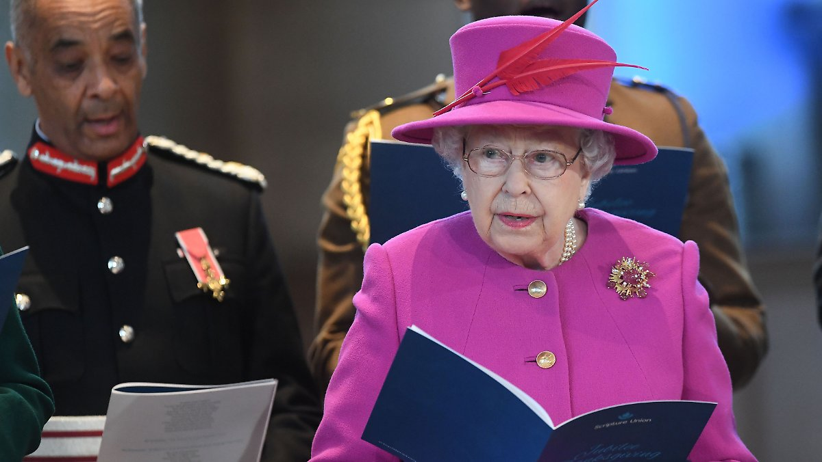 """Queen glaubte als Kind an """"Wundernebel"""""""