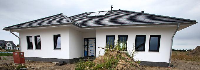 Das Verfassungsgericht mahnt eine Grundsteuer-Reform an. Hausbesitzer werden mehr zahlen.