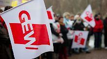 Die Lehrergewerkschaft GEW unterstützte die Forderung nach einem Streikrecht für Lehrer - in der Bevölkerung hat sie damit aber nur wenig Rückhalt.