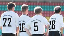 Münzenmaier muss draußen bleiben: FC Bundestag nimmt doch AfD-Spieler auf
