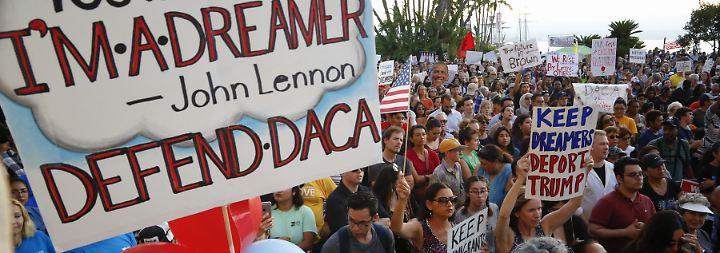"""US-Präsident zerreißt Familien: Hilfsorganisation rettet """"Dreamer"""" vor Trump"""