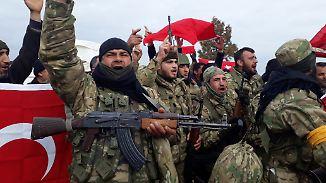 Mit der Türkei verbündete Kämpfer der Freien Syrischen Armee (FSA).