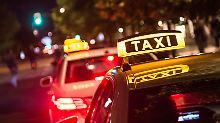 Belohnung vom Chef: Nach Überstunden im Taxi nach Hause?