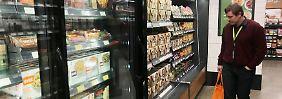 Die Eröffnung des Supermarkts hatte sich wegen technischer Probleme verzögert.