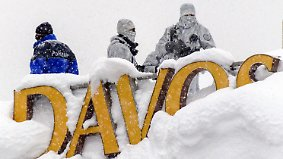 Wetterkapriolen in Mitteleuropa: In Davos türmt sich der Schnee meterhoch