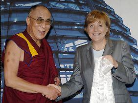 .. im Juni 2005, wenige Monate vor ihrer Wahl zur Bundeskanzlerin.