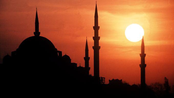 Minarette einer Moschee in Istanbul.