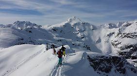 Am Berg können die Splitboarder ein tolles Panorama genießen.