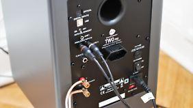 An der Rückseite des aktiven Wavemaster Two Pro sind alle Ein- und Ausgänge.