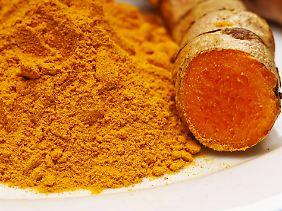 Pulver und frische Wurzel: Kurkuma ist unverzichtbar für Curry.