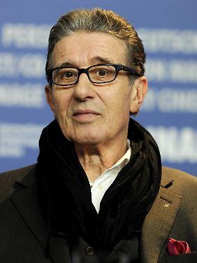 """Gentleman mit Einstecktuch: Rolf Zacher, hier im Jahr 2010 bei der Premiere von Doris Dörris """"Die Friseuse""""."""