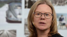 Dr. Anna Kaminsky leitet seit 2001 die Bundesstiftung zur Aufarbeitung der SED-Diktatur. Sie hat mehrere Bücher zur DDR-Alltagskultur und zur Gedenkkultur veröffentlicht.