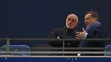 Vereinsboss Kind (l.) und Manager Heldt am Sonntag beim Spiel in Hamburg.