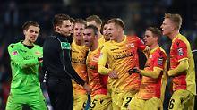Skandal auf der Bielefelder Alm: Schiedsrichter pfeift bei Siegtorschuss ab