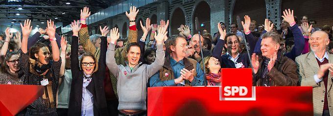 Kollektiver Jubel nach der Verkündung des Ergebnisses des SPD-Mitgliedervotums Ende 2013. Ob es diesmal wieder so harmonisch verlaufen wird?