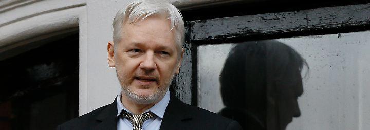 Seit sechs Jahren im Botschafts-Exil: Britischer Haftbefehl gegen Assange bleibt bestehen