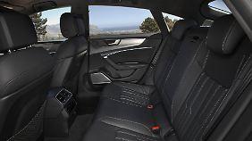 Die elegante Dachlinie kostet Kopffreiheit gegenüber der Limousine.