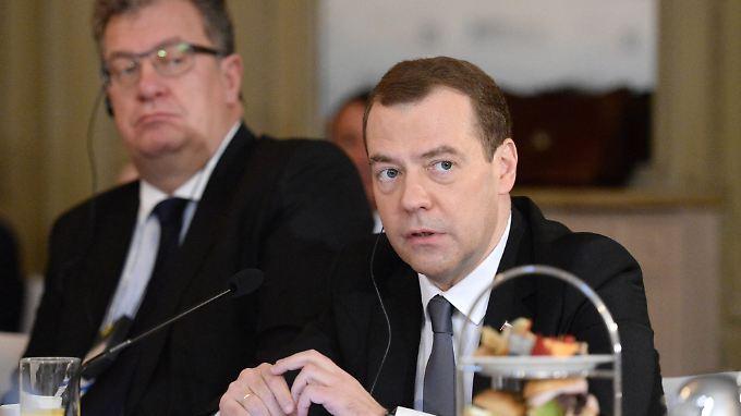 Der Mann im Hintergrund: Prichodko (l) neben Premierminister Dmitri Medwedew.