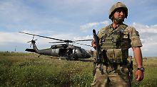 Erdogan spricht von Abschuss: Türkischer Helikopter über Syrien abgestürzt
