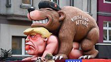 ... längst nicht so unangenehm wie der russische Bär, der sich hier an US-Präsident Donald Trump vergeht. Auch dem ...