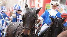 Mehrere Verletzte in Köln: Pferde gehen beim Rosenmontagszug durch