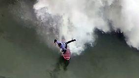 Warten auf die Monsterwelle: Big-Wave-Surfer stürzen sich bei Nazaré in die Fluten