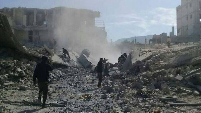 In Khan Scheichun kamen im vergangenen Jahr mehr als 100 Menschen bei einem mutmaßlichen Giftgasangriff des syrischen Regimes um.