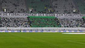 Bekanntes Bild beim VfL: Nur ein Teil der Tribüne ist mit Fans gefüllt.