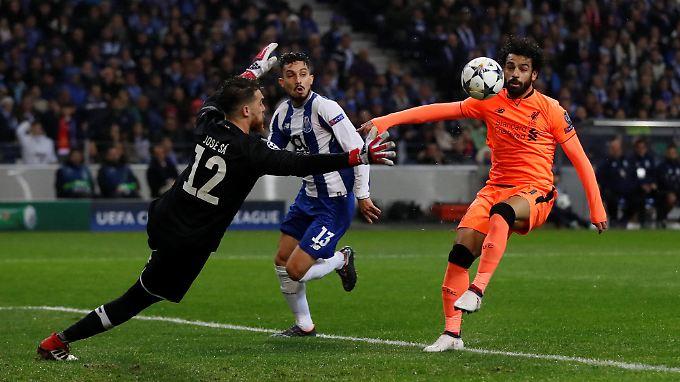 Liverpools Mohamed Salah erzielte nach feiner Einzelleistung das 2:0 gegen Porto.