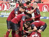 Nürnberger Freude nacg dem 2:0 durch Hanno Behrens.