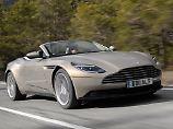 Selbst wenn der Fahrer recht geschützt sitzt, sollt er bei offener Fahrt im Winter im Aston Martin DB11 Cabrio doch ein Hütchen tragen.