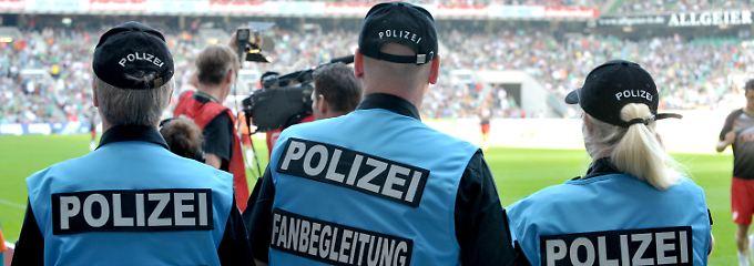 Urteil: DFL muss künftig zahlen: Bremen gewinnt Streit um Polizeikosten