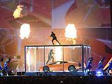 Kurioser Gig bei Brit Awards: Rapper Kendrick Lamar zerlegt Lamborghini