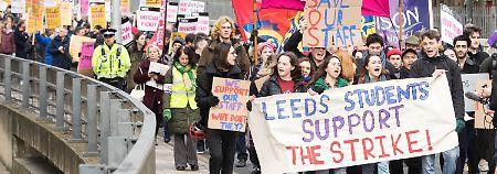 Rentenstreit in Großbritannien: Streikende Professoren legen Unis lahm