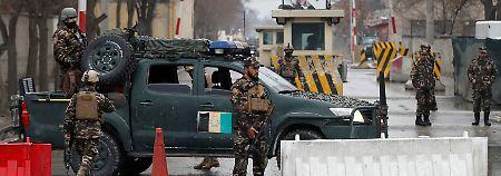Verstärkte Sicherheitskontrollen nach dem Anschlag in Kabul.