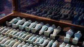 Fundstücke aus der kürzlich entdeckten Nekropole