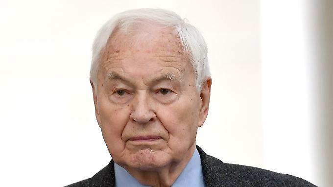 Hans Modrow verlangt Akteneinsicht.