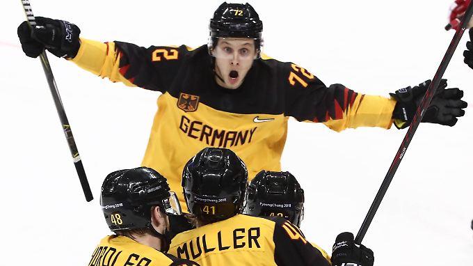 Was kann Eishockey, was Fußball nicht kann? Pure Begeisterung und echte Gefühle transportieren.