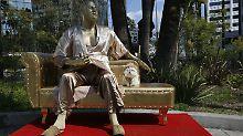Protest gegen Machtmissbrauch: Weinstein-Skulptur provoziert Hollywood