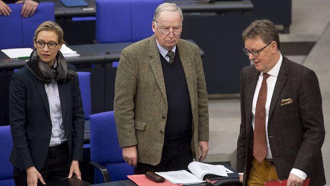 Die AfD-Fraktionschefs Alice Weidel und Alexander Gauland mit Michael Grosse-Brömer, dem Parlamentarischen Geschäftsführer der Unionsfraktion. Vor allem die CSU hat sich beim Thema Sprache schon mehrfach für eine Regelung starkgemacht, die nun auch die AfD fordert.