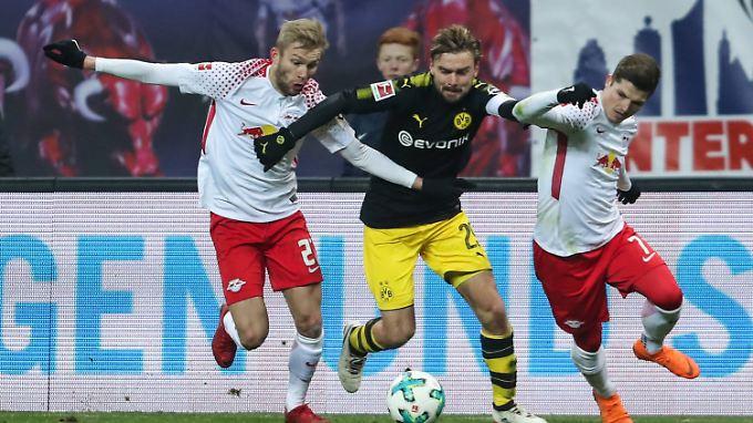 Leipzig und Dortmund kämpfen um jeden Grashalm - alles auch auf Kosten der Präzision.