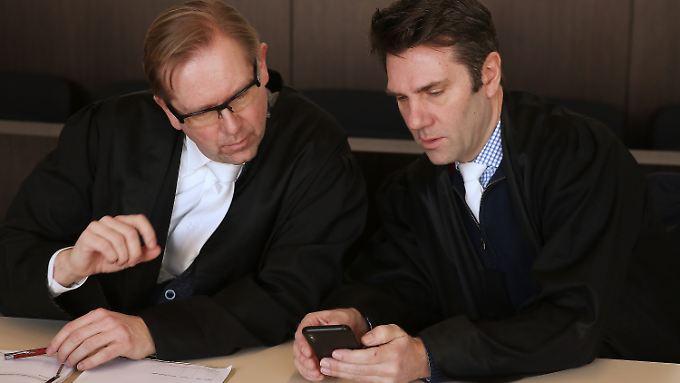 Nur die Rechtsanwälte der Angeklagten sind im Gericht erschienen.