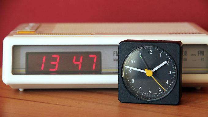 Bis zu sechs Minuten gehen einfache Uhren in 25 europäischen Ländern momentan nach.