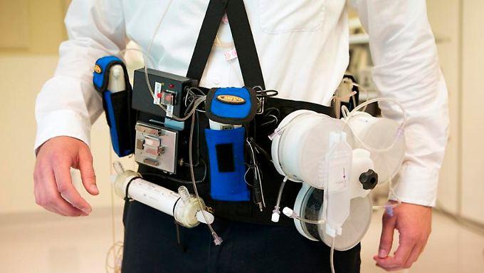 Ein Prototyp der künstlichen Niere als Gürtel wurde 2016 von US-amerikanischen Forschern vorgestellt.