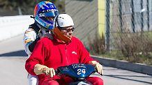 Zurück in die Box - und Fernando Alonso ist nur Beifahrer.