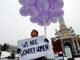 Frauen gehen auf die Straße - für ihre Rechte!