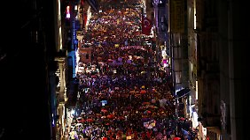 Tausende protestierten auch in Istanbuls berühmter Shoppingmeile Istikal Caddesi.