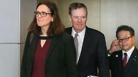 EU-Handelskommissarin Cecilia Malmström (l.), der US-Handelsbeauftragte Robert Lighthizer (m.) und der japanische Industrieminister Hiroshige Seko in Brüssel